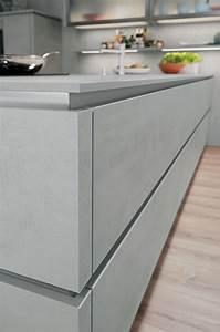Arbeitsplatte Küche Beton : grifflose k chenfront in beton mit edelstahl griffschienen ~ Watch28wear.com Haus und Dekorationen