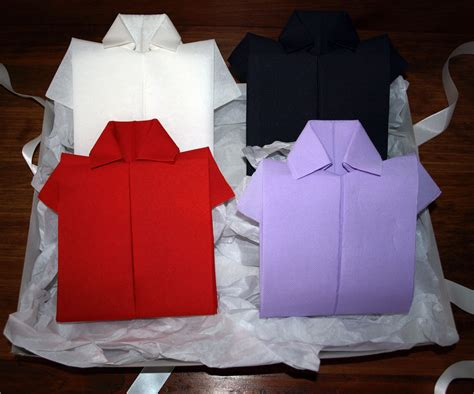photo de cuisine blanche pliage en papier réaliser une chemise ou chemisette