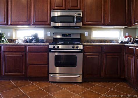 Kitchen Backsplash Ideas Dark Cherry Cabinets by Cherry Kitchen Caninets And Backsplashes Ideas Best Home