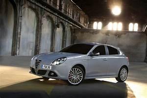 Fiat Giulietta : 2014 alfa romeo giulietta on sale in the uk press fiat group automobiles press ~ Gottalentnigeria.com Avis de Voitures