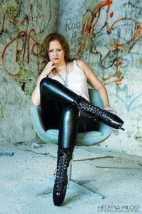 Verpackt In Latex : tamara m ballet boots latex pants white shirt necklaces shiny boots lookbook ~ Watch28wear.com Haus und Dekorationen