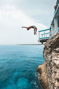 MAHANA POINT CLIFF JUMP ON NUSA CENINGAN, BALI