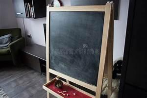 Morceaux De Craie De Briançon : vieux tableau vide noir pour l 39 espace de copie avec les ~ Dailycaller-alerts.com Idées de Décoration