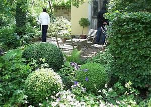 Pflanzen Für Schattengarten : buchbaumkugeln im schattengarten formgeh lze ~ Sanjose-hotels-ca.com Haus und Dekorationen
