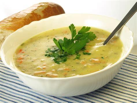 recettes de cuisine avec le vert du poireau soupe de légumes poireau carotte navet céleri recette de
