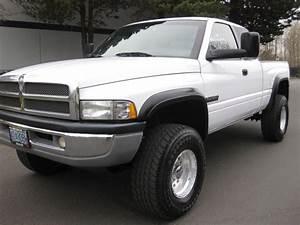 2001 Dodge Ram 2500 Laramie 4x4    6  5 9l