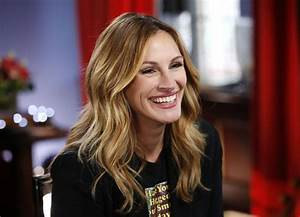 JULIA ROBERTS at Good Morning America 04/07/2017 - HawtCelebs