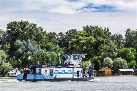 Towboat Horn by Foto Einem Neuen Wei 223 Blau Towboat 220 Berschrift