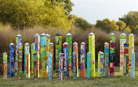 Garden Totems 28 Design Ideas In Glass, Ceramic, Mosaic