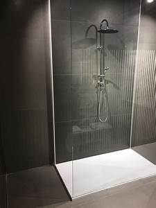Kleine Bäder Mit Dusche : inspiration f r kleine b der mit bodenebener dusche badezimmer fliesen schwarz wei ~ Eleganceandgraceweddings.com Haus und Dekorationen