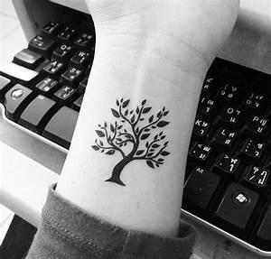 Baum Tattoo Bedeutung : die besten 25 baum t towierungen ideen auf pinterest kleiner baum t towierungen wald tattoos ~ Frokenaadalensverden.com Haus und Dekorationen