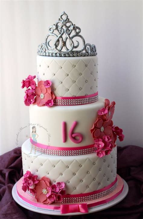 Cut strawberries, blueberries, raspberries, or blackberries make this cake naturally beautiful. Sweet 16Th (With images)   Sweet 16 birthday cake, 16th birthday cake for girls, Sweet 16 cakes