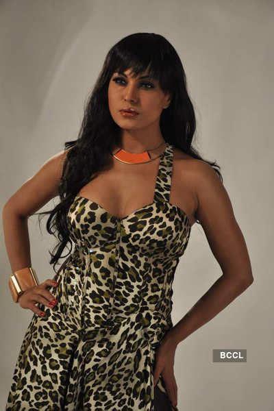 Veena Malik gets the pulses racing as she flaunts her ...
