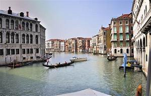 the grand canal italy gets ready With grand canapé