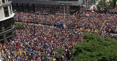 trump rally crowd parade fake