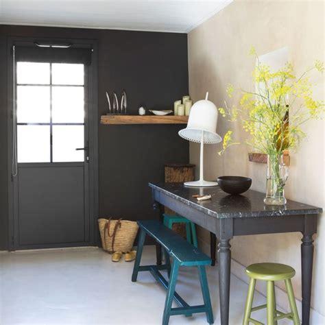 peindre un mur de couleur peinture couleur salle de bain chambre cuisine c 244 t 233