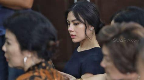 Cantiknya Shalvynne Chang Saat Hadiri Sidang Suami