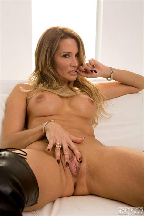 Voluptuous Woman Likes Sex With Many Guys Photos Luna Star Asa Akira Jessica Drake Katie
