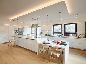 Deckenlampe Küche Modern : penthouse k che insel modern k che frankfurt am main von honeyandspice innenarchitektur ~ Frokenaadalensverden.com Haus und Dekorationen