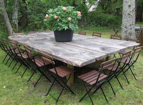 canapé fait avec des palettes tables de jardin originales insolites recyclées