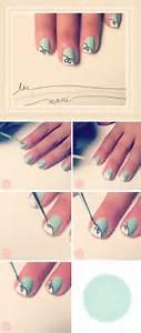 Two or three hues unite to make the nails gleam