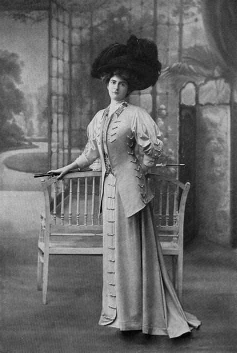 victorian fashion, clothes, women outfit, black and white