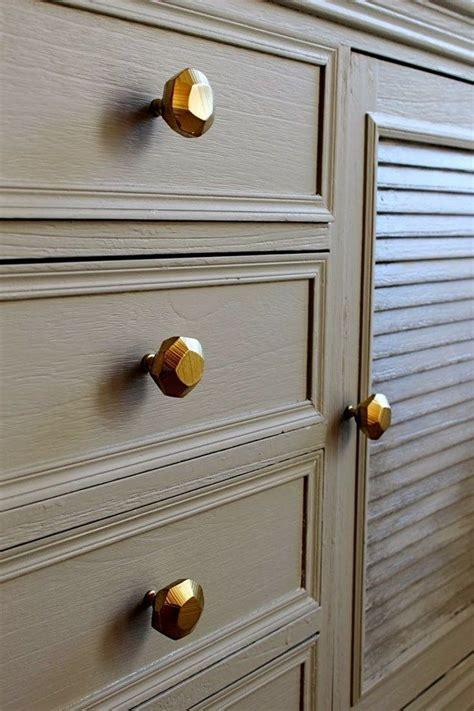 dresser  cabinet hardware spray paint