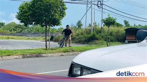 perjuangan pria kayuh sepeda cari makanan  anak istri  lockdown