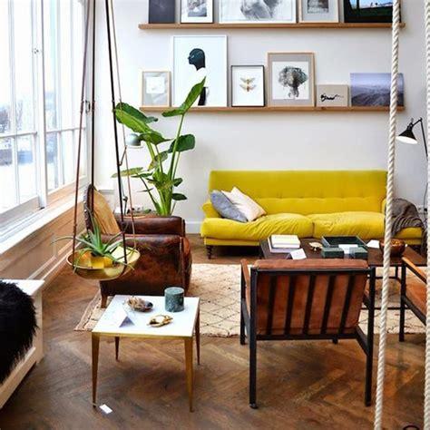 idee dinterieur cosy avec parquet  canape jaune
