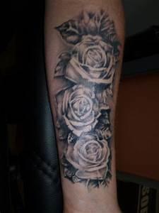 Rosen Tattoos Schwarz : muellerhansg rosen tattoos von tattoo ~ Frokenaadalensverden.com Haus und Dekorationen