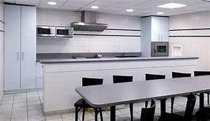 Table Rangement Cuisine : am nagements de cuisine rangements tables bar vestiaires placards pour une centrale ~ Teatrodelosmanantiales.com Idées de Décoration