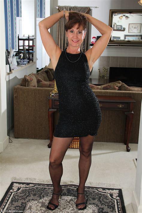 Horny Housewife Lynn Allover HD Photos