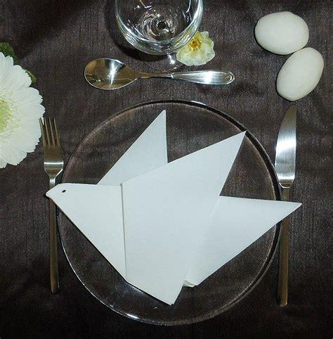 pliage de serviette de table en forme de colombe r 233 aliser une colombe avec une serviette en