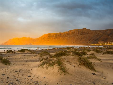 lanzarote canary islands beach places spain tripstodiscover spend christmas