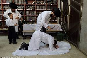 Insight into the rituals performed by orthodox Jews ...