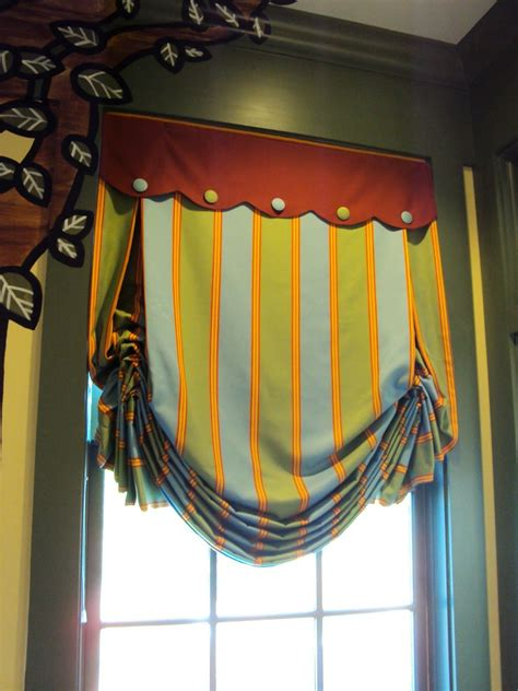 Striped London Shade With Scalloped Valance Cute For Boys