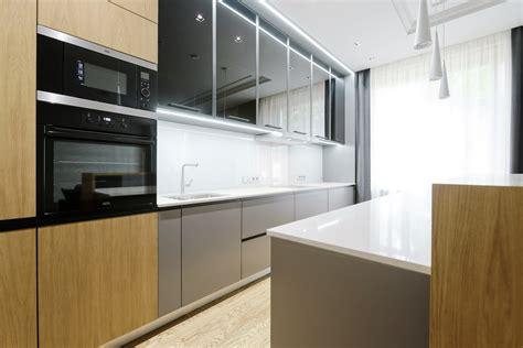 High-Tech virtuves mēbeles - nākotnes standarts - Virtuves.lv