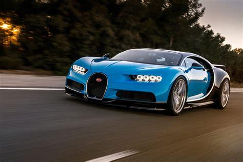 James races the kia stinger gt against skateboarders; Bugatti Chiron: Clarkson la spinge fino a 448 km/h VIDEO