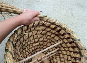 Comment Faire Une Ruche : ruche en paille vannerie spiral e ~ Melissatoandfro.com Idées de Décoration
