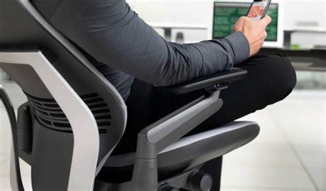 position ergonomique bureau position assise douleur mal au dos genou coccyx