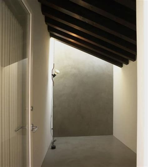 illuminazione tetto in legno idee per l illuminazione di una mansarda con tetto in legno