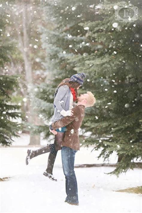 winter engagement photo ideas  warm  heart deer
