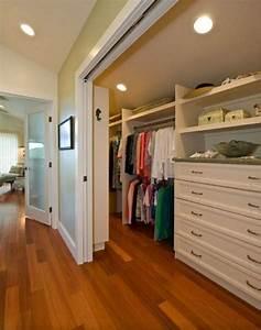 Begehbarer Kleiderschrank Kleines Schlafzimmer : begehbarer kleiderschrank dachschr ge tolle tipps zum selberbauen ankleide pinterest ~ Michelbontemps.com Haus und Dekorationen