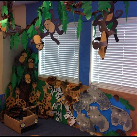 turning a part of the classroom into a forest in 112 | 9e2d3094444181778484f10291f74492