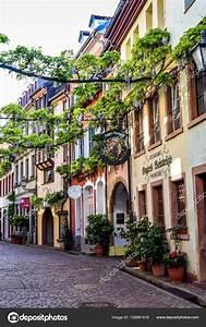 Gartenträume Freiburg 2017 : freiburg im breisgau alemanha 17 de maio de 2017 cidade velha rua em friburgo uma cidade na ~ Whattoseeinmadrid.com Haus und Dekorationen