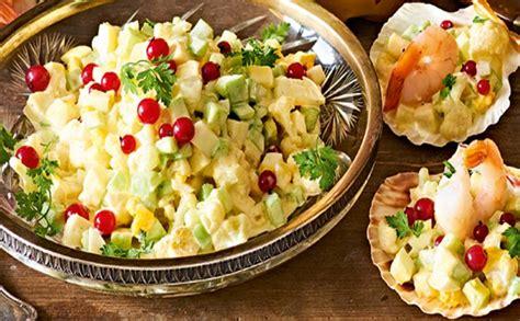 Dārzeņu salāti ar majonēzi un garnelēm — Santa