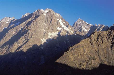 la condamine l ailefroide 3954 m mont pelvoux 3943 m barre des ecrins 4102 m