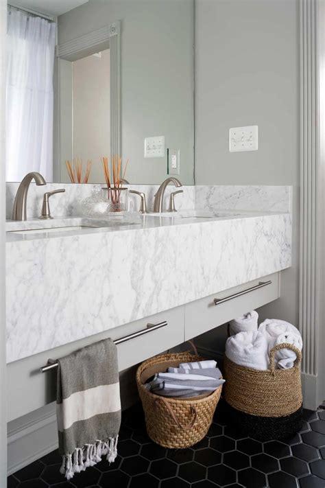 small bathroom decor options