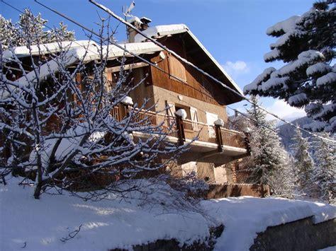chambre d hotes luberon avec piscine gîte le cimet location de vacances à allos alpes de