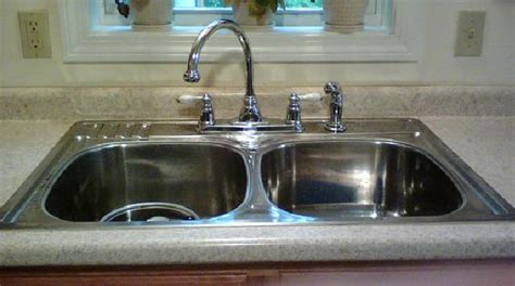 comment nettoyer inox cuisine l 39 astuce imparable pour faire briller un évier en inox